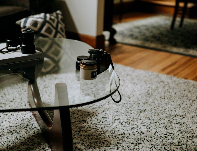 Comment enlever une rayure sur un meuble en verre ?